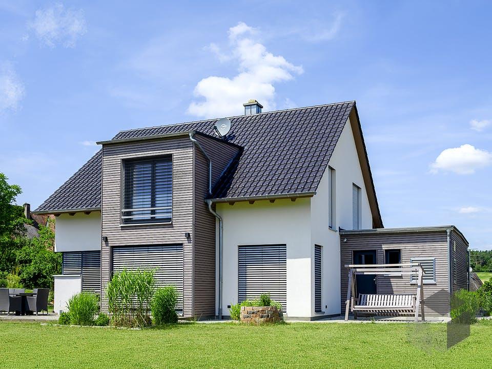 Einfamilienhaus mit Carport von Ziegler Haus Außenansicht