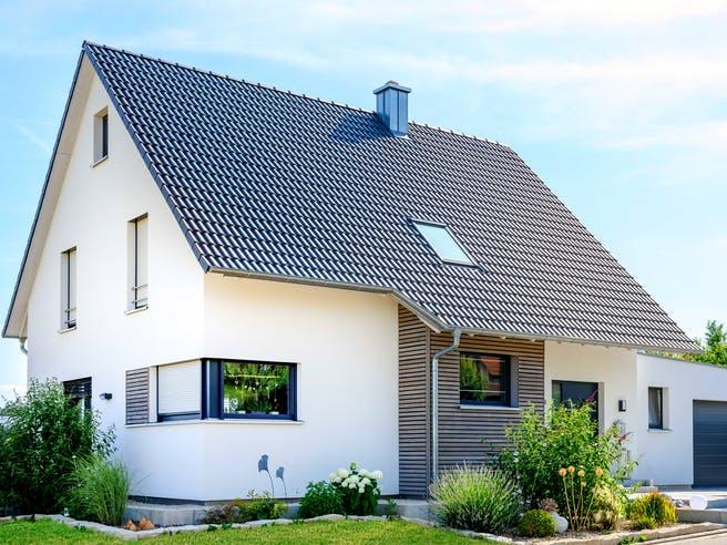 Einfamilienhaus Satteldach mit Doppelgarage von Ziegler Haus Außenansicht 1