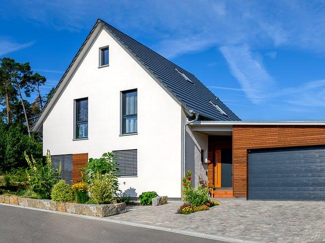 Einfamilienhaus Satteldach mit Doppelgarage Var. 2 von Ziegler Haus Außenansicht 1