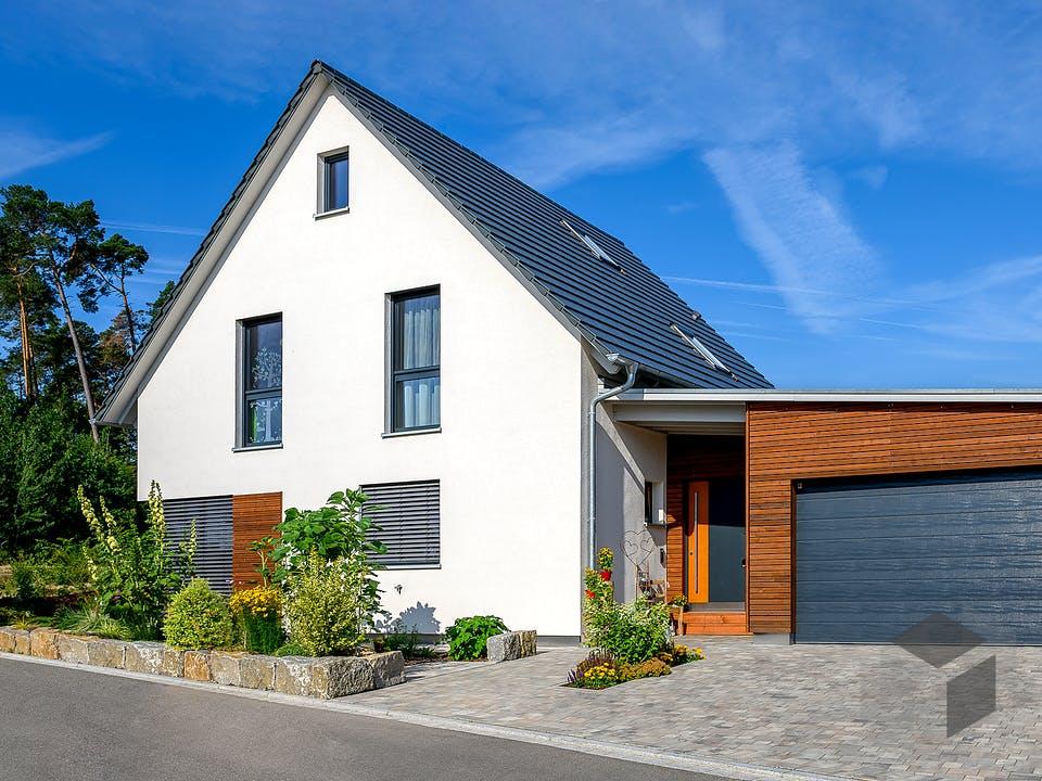 Einfamilienhaus Satteldach mit Doppelgarage Var. 2 von Ziegler Haus Außenansicht