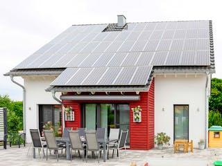 Einfamilienhaus mit Garage von Ziegler Haus Außenansicht 1