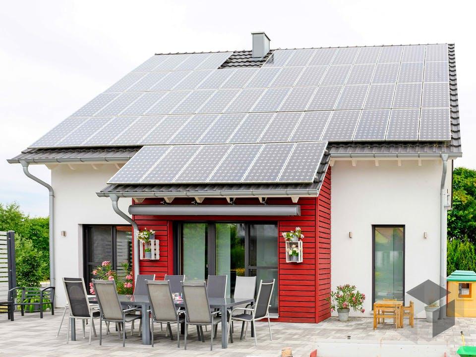 Einfamilienhaus mit Garage von Ziegler Haus Außenansicht